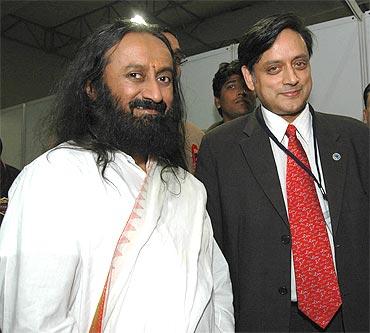 Sri Sri Ravi Shankar with former minister of state Shashi Tharoor