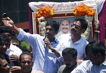 Jagan addresses a gathering at Ichapuram during his Odarpu Yatra