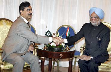 Pakistan's Prime Minister Yousaf Raza Gilani with Dr Singh at Sharm el-Sheikh, Egypt