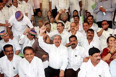 MNS and BJP legislators protest the Belgaum issue outside the Maharashtra assembly