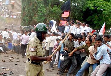 Maharashtra Ekikaran Samiti members protesting in Belgaum