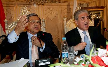 External Affairs Minister S M Krishna and Shah Mahmood Qureshi at the joint press conference in Islamabad