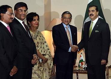 The Indian delegation including Foreign Secretary Nirupama Rao, Indian Ambassador Sharat Sabharwal and SM Krishna meet Pak PM Yousuf Raza Gilani