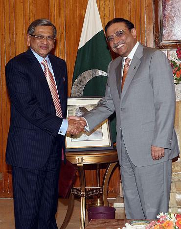 SM Krishna meets Pakistan President Asif Ali Zardari in Islamabad