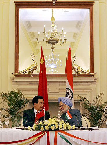 Prime Minister Manmohan Singh with Chinese President Hu Jintao