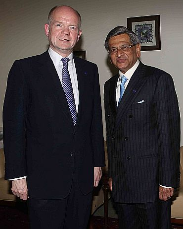 Krishna with his British counterapart William Hague during the Kabul conference