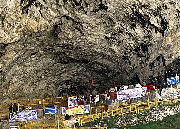 Ice lingam inside Amarnath cave shrine melts!