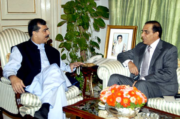 Yousaf Raza Gilani  with Kayani. A file picture