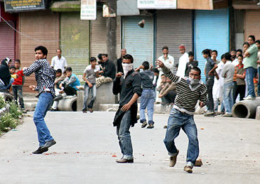 Protestors hurl stones at security forces in Valley