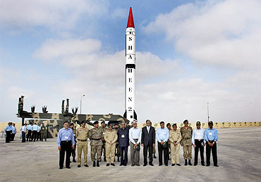 Former Pak PM Shaukat Aziz poses for a photograph with scientists before a missile test flight