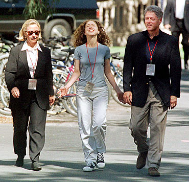 Chelsea Clinton walks across Stanford University with her parents