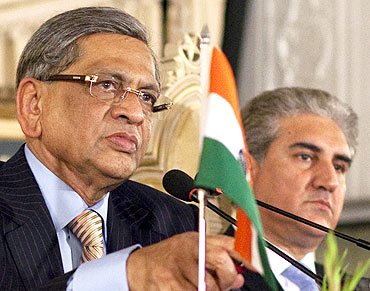 India and Pakistan's Foreign Ministers S M Krishna and Shah Mehmood Qureshi in Islamabad, July 15