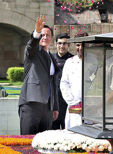 Cameron pays tributes at Mahatma Gandhi memorial at Rajghat in New Delhi