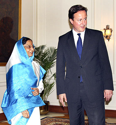 David Cameron and President Pratibha Patil at the Rashtrapathi Bhavan in New Delhi on Thursday