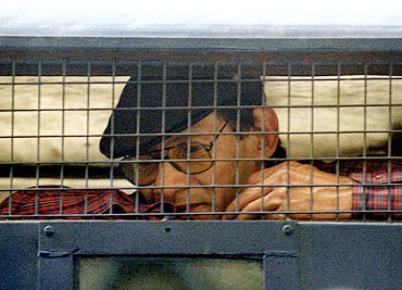 Charles Sobhraj sits inside a police van outside a New Delhi court in 1997