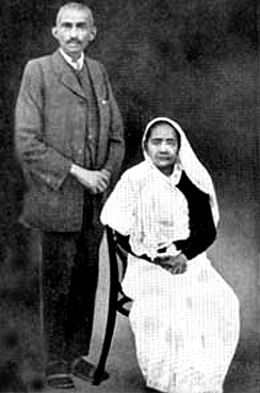 Mahatma Gandhi with wife Kasturbai in Johannesburg in 1914