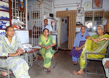 From left: Hameeda Bi, Aneesa Bi, Haseena Bi and Shobha Soni