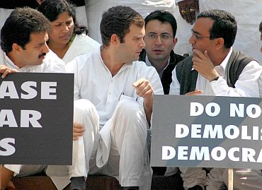 Rahul interacts with young Congress leaders Ajay Makan and Jitin Prasada (in the background)
