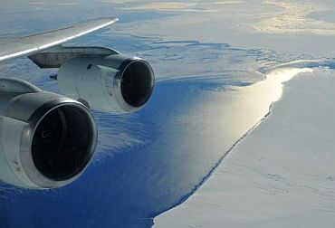 A NASA DC-8 makes a turn over Pine Island Bay as it heads back up the glacier for another mapping run