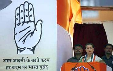 Congress chief Sonia Gandhi addressing a rally at Patna