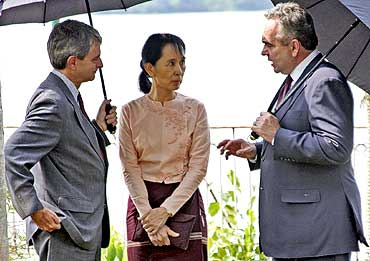 Nobel Laureate Aung San Suu Kyi with United States Assistant Secretary of State Kurt Campbell (Right) and embassy charge d-affaires Larry Dinger in Yangon