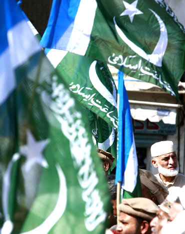 Supporters of the Pakistani Islamist party Jamat-e-Islami protest in Karachi