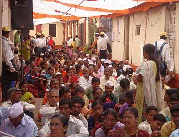 Mandra Devi temple (2005): 350 dead
