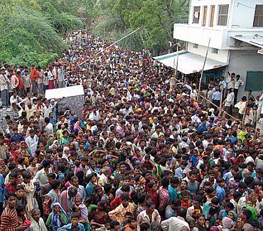 Kripaluji Maharaj Ashram (2010): Over 63 dead
