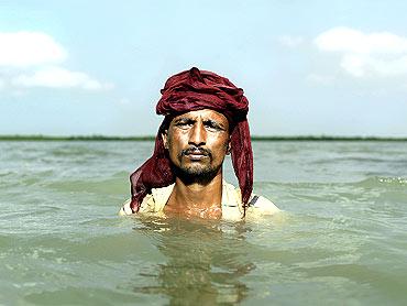 Shyamapada Mondal.Satjelia Island, Sundarbans