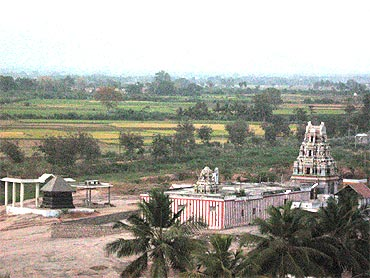 The temples surrounding Yaanaimalai