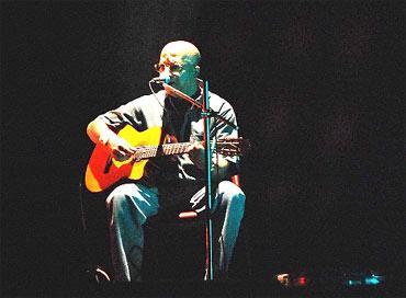 Kabir Suman at a concert