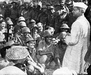 File photo shows Lal Bahadur Shastri sharing a lighter moment with troops