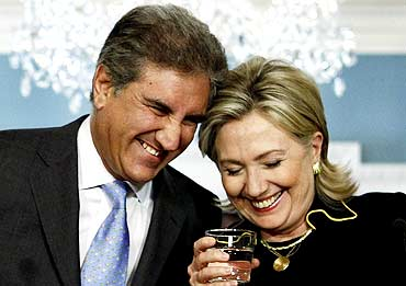 US Secretary of State Hillary Clinton with Pakistan Foreign Minister Shah Mehmood Qureshi