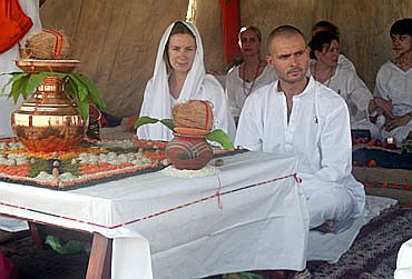 Foreigners perform yagna at Haridwar