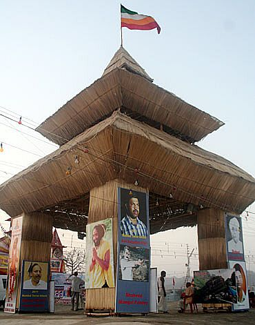 Pandal dedicated to various martyrs at the Kumbh Mela
