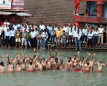 Naga sadhus give it a miss