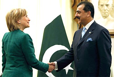 Pakistan Prime Minister Yusuf Raza Gilani with US Secretary of State Hillary Clinton