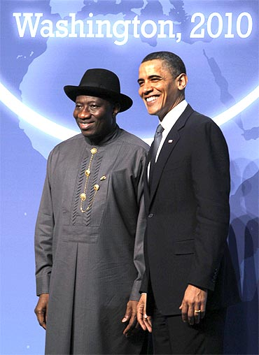 US President Barack Obama poses with Nigerian President Goodluck E Jonathan