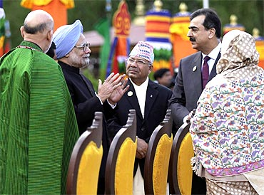 Prime Minister Manmohan Singh speaks with his Pakistani counterpart Yusuf Raza Gilani at the SAARC summit in Thimphu