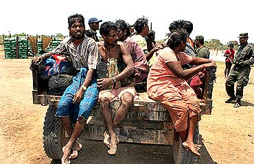 People cross over to the government side during the final offensive against the LTTE