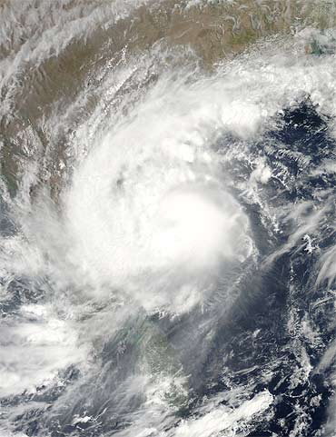 Image captured by NASA's Aqua Satellite MODIS of cyclone Laila off the Indian coast at 4.10 am EDT on May 19