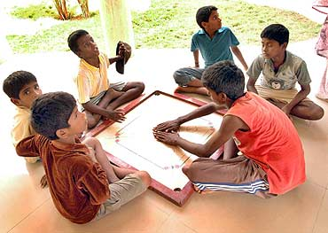 Children playing carrorm at Ananda Illam
