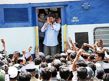 Jagan addresses supporters at Warangal on Friday
