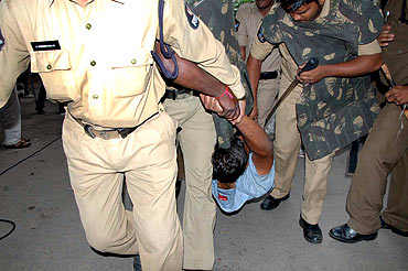Police arrests Telangana protestors in Hyderabad