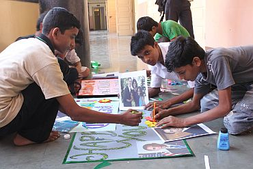 Kids make posters to welcome President Obama