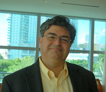 Sergio R Bustos