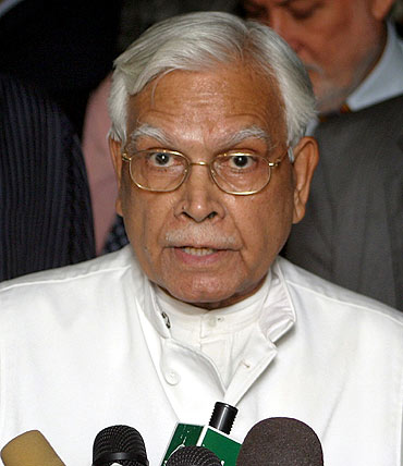India should not expect much from Obama's visit, says K Natwar Singh