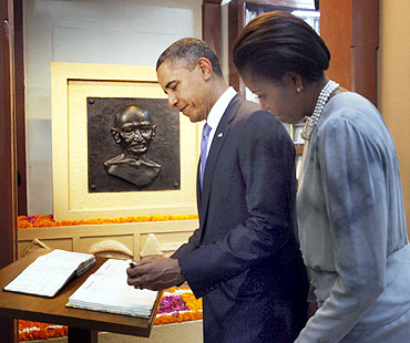 Obama signs the guest book