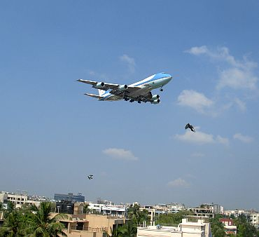 Air Force One moments before it touched down at the Chhatrapati Shivaji International Airport