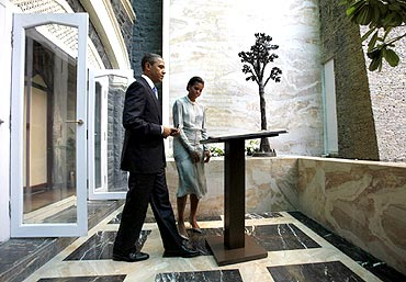 US President Barack Obama and first lady Michelle Obama view the 26/11 memorial at the Taj Hotel